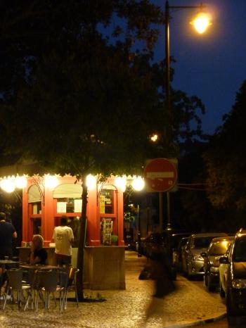 carnet-photo,photographie,promenande,voyage,lisbonne,portugal,balade,blog littéraire de christian cottet-emard,promenade nocturne,ville la nuit,noctambule,christian cottet-emard,insomnie,nuit d'été,occident,élévateur,rail,tram
