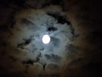 lune,nuit,extrait,nouvelles,fiction,mariage,idylle,enseigne de vaisseau mhorn,preben mhorn,droits réservés,copyright 2014blog littéraire de christian cottet-emard,nuitamment,dans la lune,photo de lune,ciel nocturne,édition