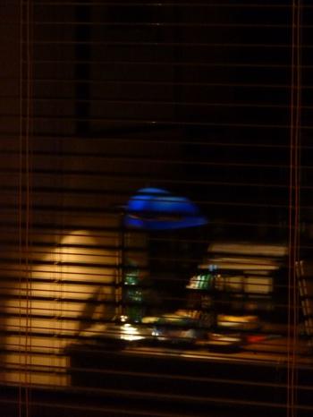 carnet-photo,photographie,blog littéraire de christian cottet-emard,journal,note,automne,saison,automne bleu,christian cottet-emard,forêt,campagne,jardin,matin,lune,église,paysage,route,vieux camion,comme une route américaine,épicéa,mon bureau,rétroviseur,une journée,contempler,rêvasser,promenade