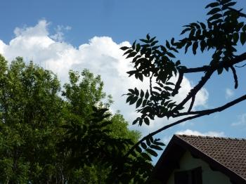 interlude,flemme,sieste,brouette,pré,campagne,ciel,nuage,été,blog littéraire de christian cottet-emard