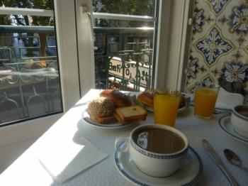 petit déjeuner,photo,blog littéraire de christian cottet-emard,matin,petit matin,potron minet,aube,crépuscule,bol,tartine,café,confiture,biscotte,petit pain,café au lait,pain grillé,christian cottet-emard,cafetière italienne,variations sur le petit déjeuner,images