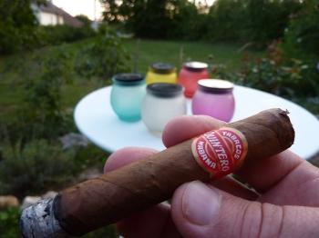 interlude,cigare,quintero,havane,cuba,cognac,maison,blog littéraire de christian cottet-emard,et à part ça,christian cottet-emard,volutes,tabac cubain,fumée,paresse,rêverie,été,soir d'été