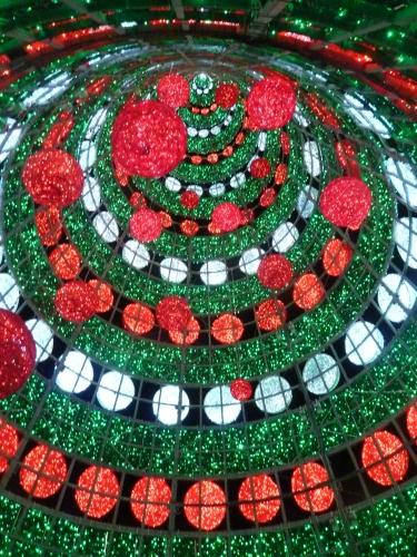 noël,fêtes chrétiennes,saint sylvestre,jour de l'an,nouvel an,épiphanie,rois mages,bougies,guirlandes,illuminations,vitrines,cierges,bougies,papiers cadeaux,crèches de noël,champagne,vins pétillants,vins crémants,bonne année,réveillon,messe de minuit saint pierre de rome,concert du nouvel an vienne,blog littéraire de christian cottet-emard