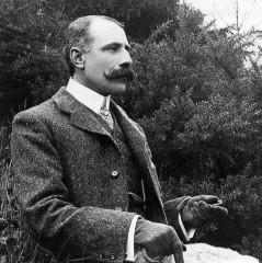 599px-Edward_Elgar.jpg